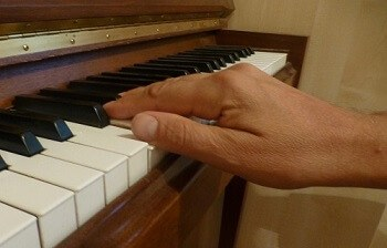 Learn to play piano in 10 steps | Piano Theory Exercises